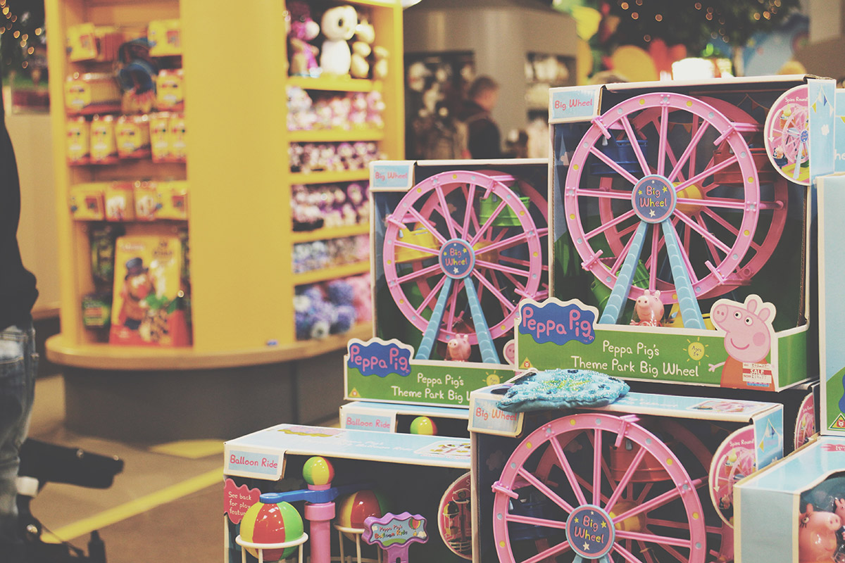 The Ultimate Toddlers Day Out at Peppa Pig World - Peppa Pig toy merchandising